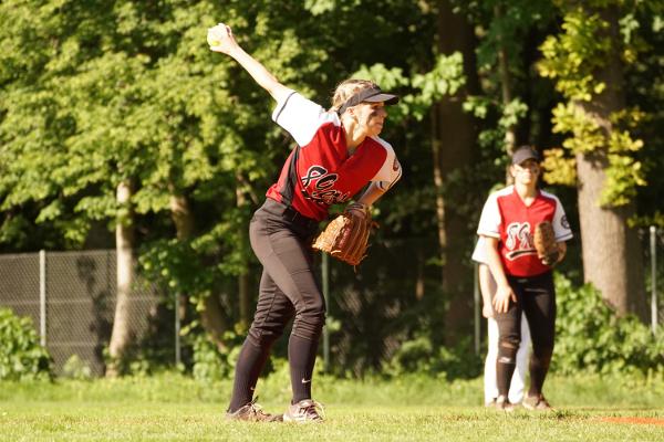 Janette Sareiter beim Pitching