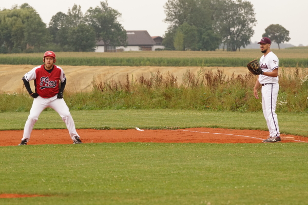 Schuldenzucker Tom mit Lead am 1st Base